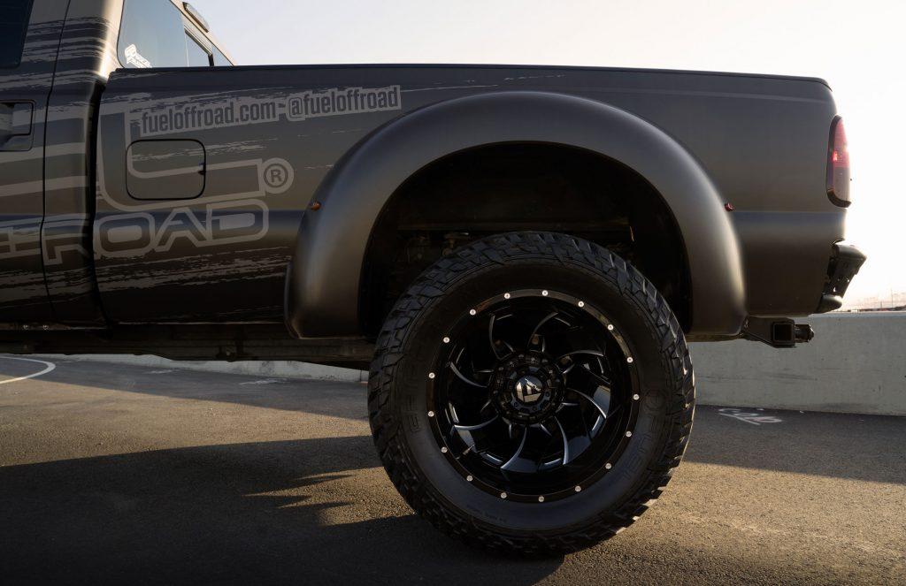 Lazang Fuel Cleaver được rất nhiều khách hàng lựa chọn cho các dòng bán tải