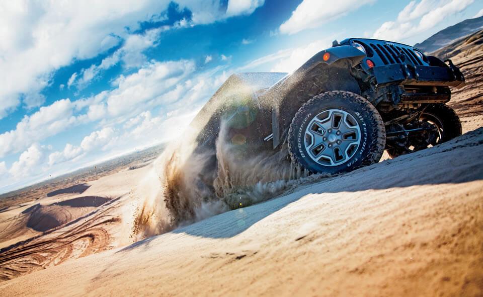 Lốp BFGoodrich có thiết kế các vân lớn, thích hợp đi đường cát, bùn lầy