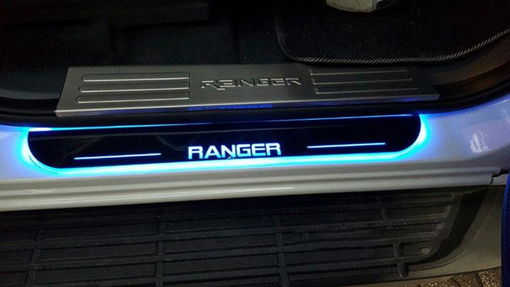 Nẹp chân xe bán tải Ranger 2016