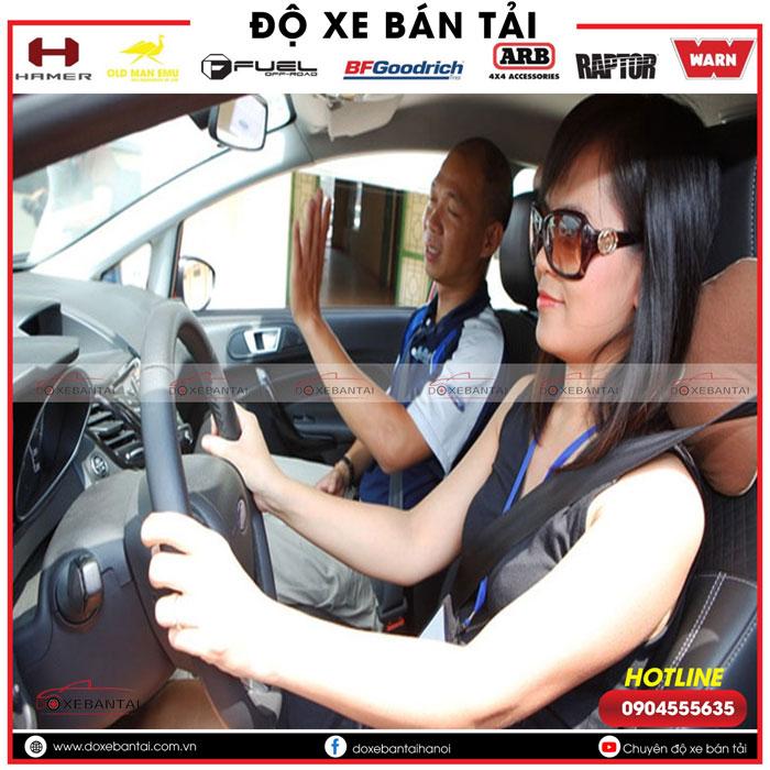 kich-hoat-tinh-nang-an-bat-tat-che-do-canh-bao-khong-that-day-an-toan-tren-xe-Ford-5