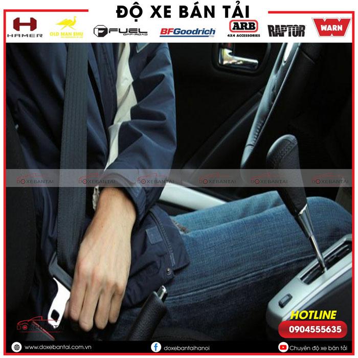 kich-hoat-tinh-nang-an-bat-tat-che-do-canh-bao-khong-that-day-an-toan-tren-xe-Ford-6