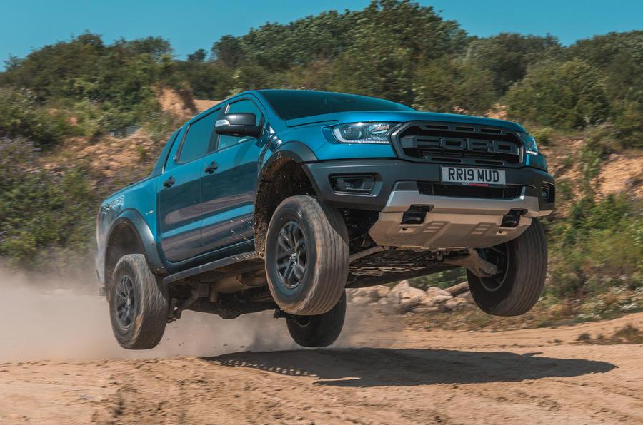 Ford-Ranger-Raptor-xu-huong-cho-nhung-nguoi-ua-thich-mao-hiem-6.jpg