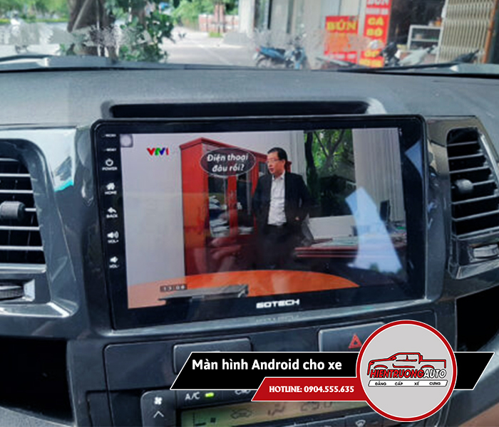 man-hinh-android-cho-xe-fortuner-1